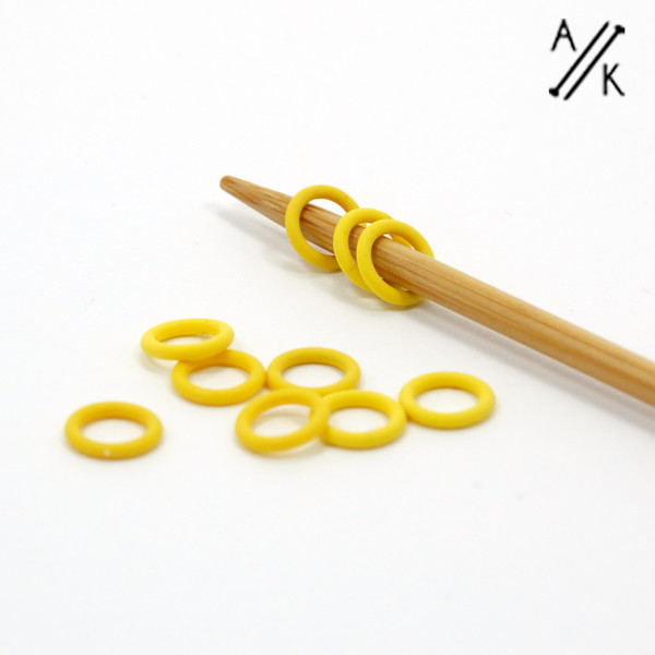 10 YELLOW Thin Snag Free rubber ring stitch markers 4mm | Atomic Knitting