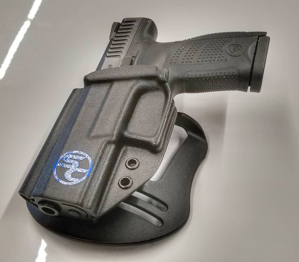 Left handed P10C shown with Bladetech Paddle.
