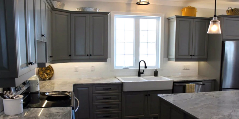​3 Best Colors to Paint Your Kitchen Cabinets for the Spring