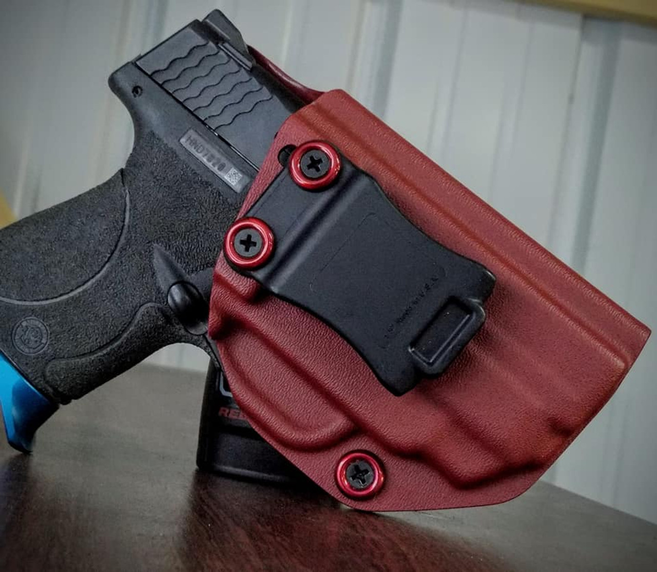 S&W M&P Shield 9/40 w/ Integrated Laser Holster