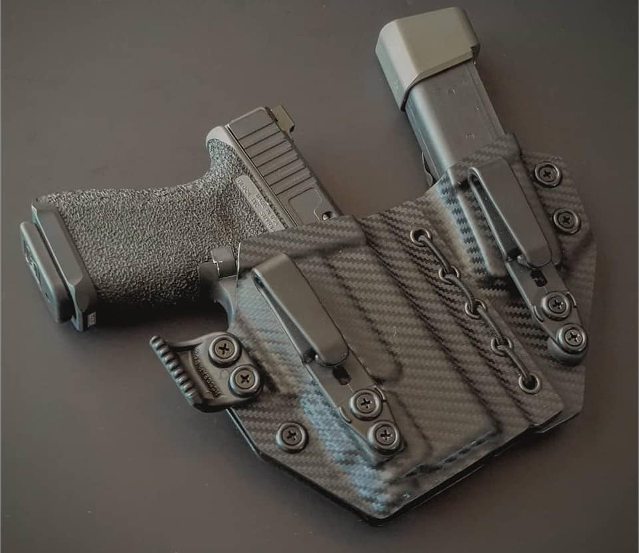 Glock 19 with APLc Appendix Carry Holster Rig with Shockcord