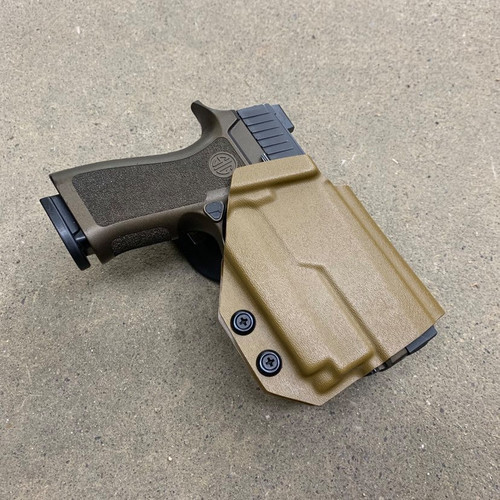 Sig P320 w/ OLight Mini 2 Light Bearing Outside Waistband UBL Drop Holster