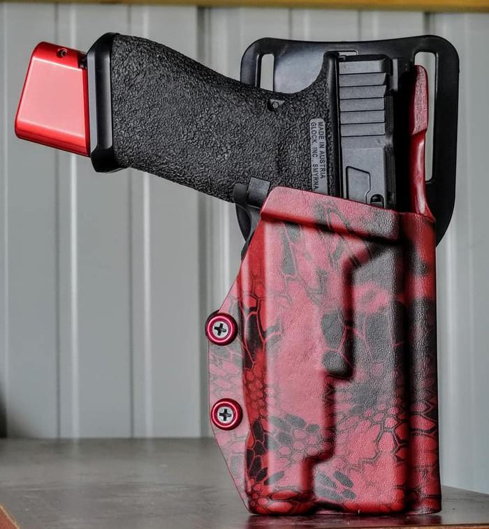 Glock 17 w/ Inforce APL 3.0 Triton Drop Holster