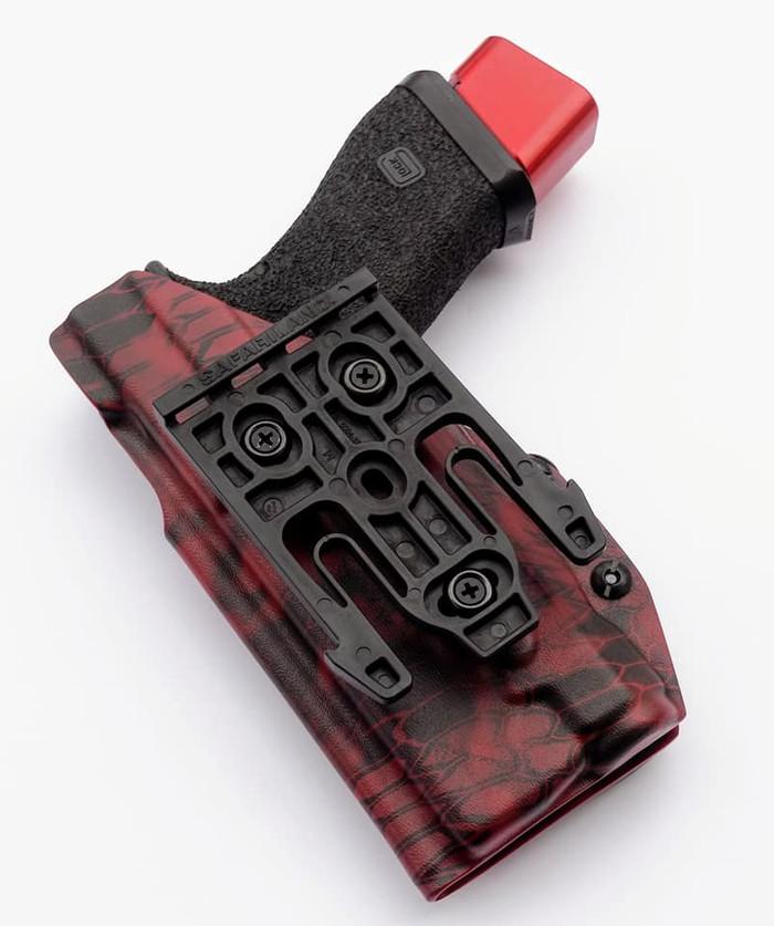 Glock 17 Inforce APL Light Bearing Safariland QLS Fork Holster