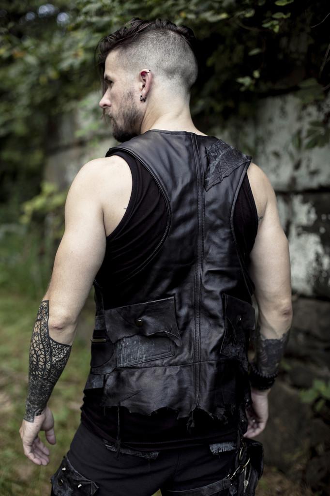 Ares Vest