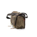 The bag will hold itself up when full or empty because of the strong and reliable materials used to craft it.