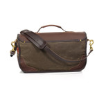 The premium leather shoulder strap and leather handle allows you to carry your briefcase however you please.