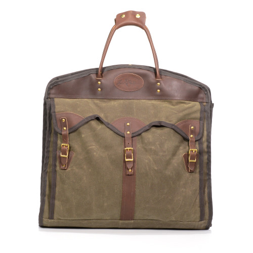 The Overland Garment Bag is as beautiful as it is durable and useful. The high quality materials keep your clothes clean and protected.
