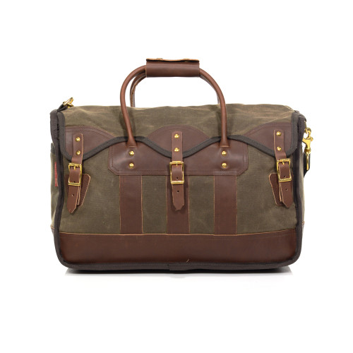 The Overland Luggage is available in two sizes to accommodate the needs of all travelers. This product is made of waxed canvas, premium leather, and solid brass hardware.