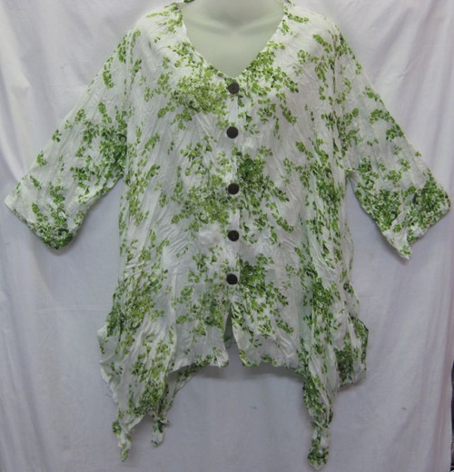 Mama Blouse Green (size M/L(14-18)  Button up, 3/4 sleeve & 2 front pocket Angeled hemline 100% Napali cotton