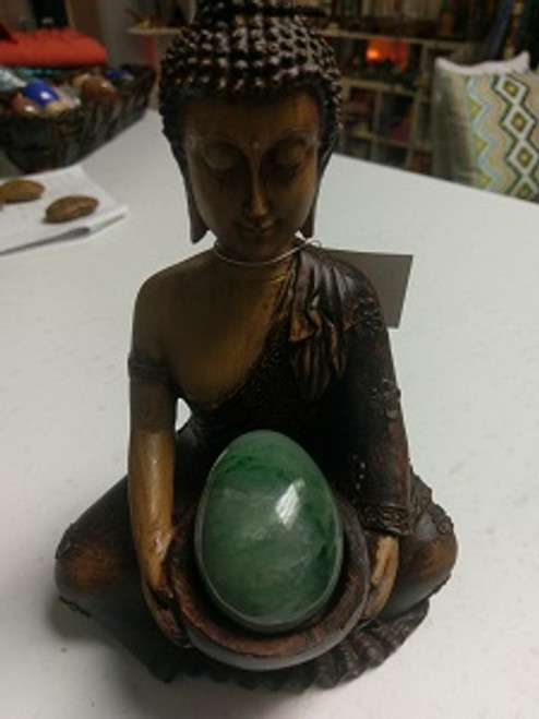 Green Aventurine. A stone of Healing & prosperity. Mental agility, see potentials, brings optimism, creativity, imagination, motivation, leadership, friendship, gambling luck, good fortune, career success, protection. A soothing heart chakra stone. So brings happiness, peace, opening heart. Strong healing, vision (physical), blood, headaches, sleep disorders, circulatory system.