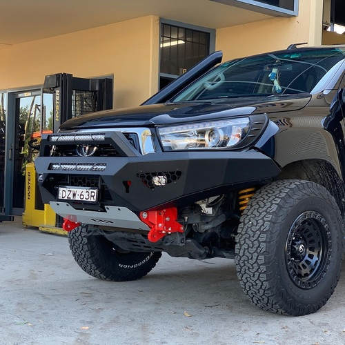 Hilux Predator bar with optional bolt on stealth hoop and lights