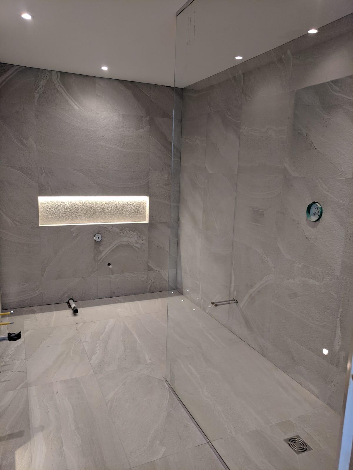 Large format shower screens