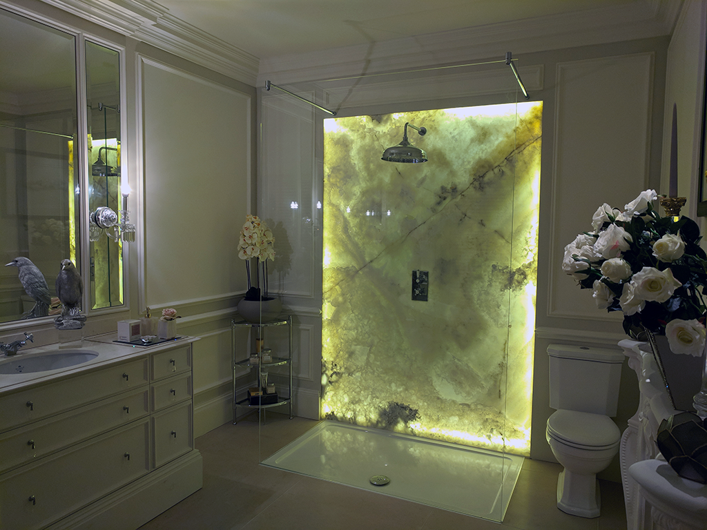 large-oversize-shower-screen.png