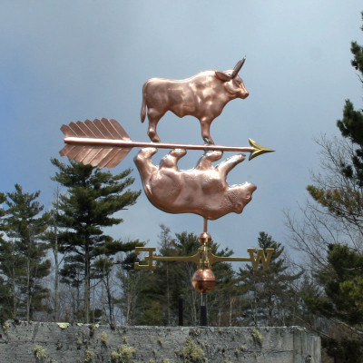 bull and bear weathervane right side view with cloudy background