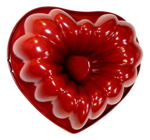 Wilton 8 in x 3 in Red Heart Fluted Cake Pan