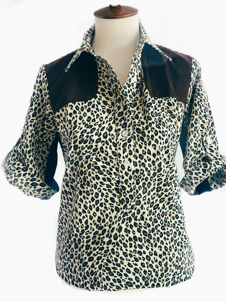 SHORT SLEEVE 5 BUTTON POPOVER STYLE SHOOTING SHIRT IN ANIMAL PRINT