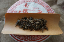 Loose leaf tea from Meng Hai Nan Nuo Cake 2007 raw ancient tree puer