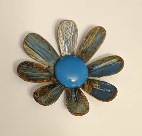 Cut-N-Rust Blue Metal Daisy Magnet | Naturally Montana