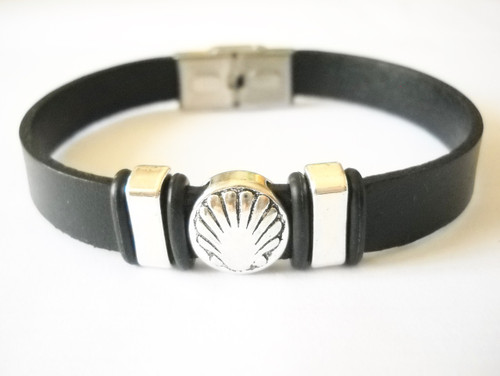Camino de Santiago Pilgrim Scallop Shell - Leather Bracelet