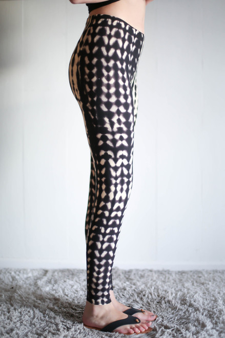 Black and Mocha Seashell Butter Soft Leggings side view.