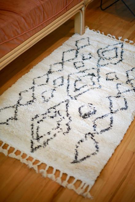 Abani Ivory and Gray Moroccan Diamond Print Willow 3' x 5' Rug