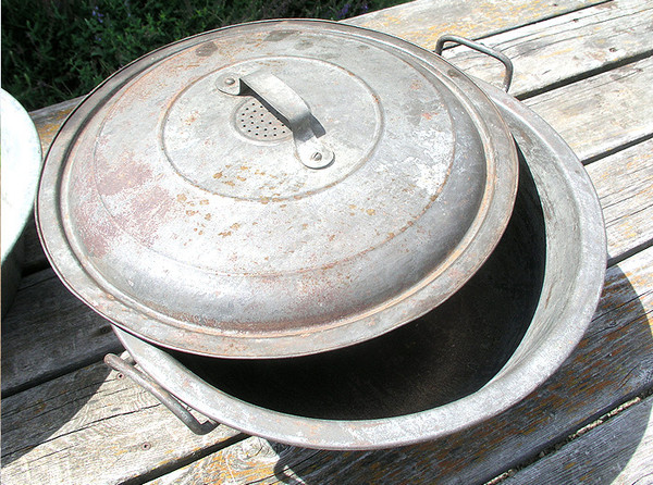 Antique Bread Dough/Dish Pan