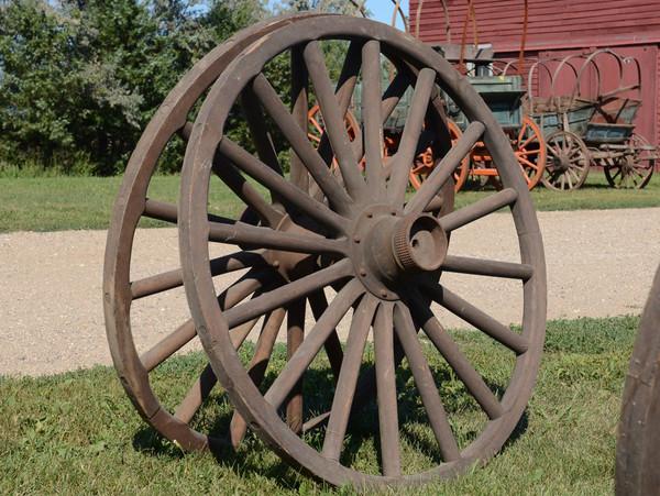 """New Old-Style Metal Hub Wheels 38""""-40""""-42"""""""