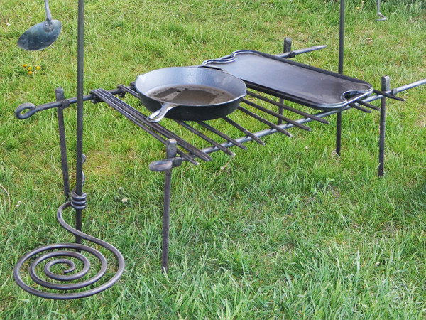 Camp Grill with Four Legs