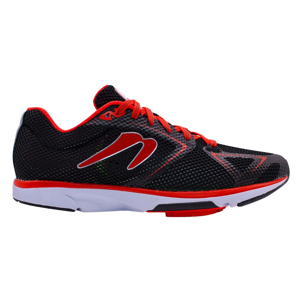 Newton Distance 8 Men Black/Red