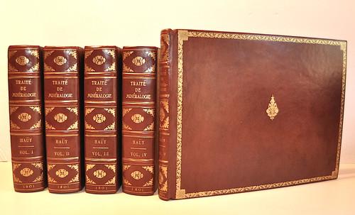 Hauy, Rene Just; Traité de Minéralogie. 1st edition, De L'Imprimerie de Delance. A Paris, Chez Louis, Libraire, Rue de Savoye, N 12, 1801.