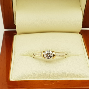 9CT 2.6GR TWO TONE GOLD DIAMOND RING #457