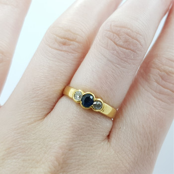 18CT NATURAL SAPPHIRE & OLD CUT DIAMOND YELLOW GOLD RING SIZE L1/2 #910797