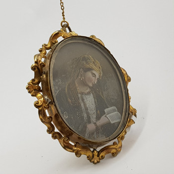 HAND PAINTED PORTRAIT ON GLASS GILT BROOCH / PENDANT #49659