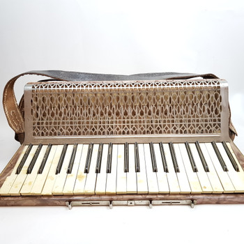BARCAROLE PIANO ACCORDION IN CASE #43016