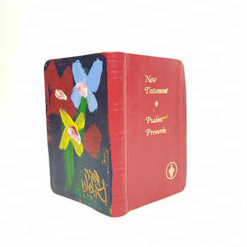 PRO HART PAINTING (1928 - 2006) FLOWERS PAINTED ON NEW TESTAMENT BIBLE #46140