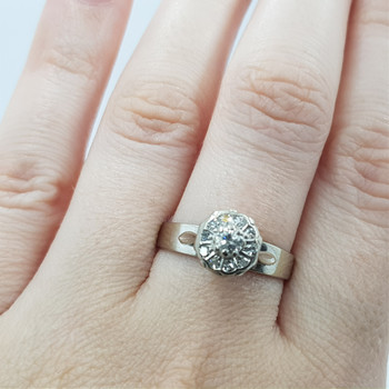 18CT 4.2GR WHITE GOLD 0.32CT TDW DIAMOND CLUSTER RING VAL $2950 SIZE R #8508