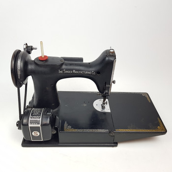 SINGER PORTABLE ELECTRIC SEWING MACHINE S IN CASE + ACCESSORIES #47095