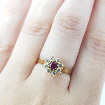 18CT YELLOW GOLD RUBY & DIAMOND FLOWER RING VAL $2475 SIZE N #809666