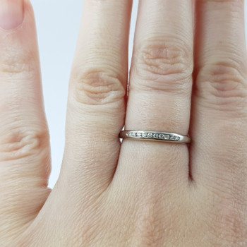 18CT WHITE GOLD DIAMOND CHANNEL BAND RING SIZE O #52323