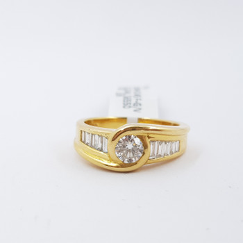 18CT GOLD 0.87CT TDW ROUND & BAGUETTE DIAMOND RING VAL $6550 SIZE L #32469