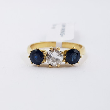 18CT YELLOW GOLD DIAMOND & SAPPHIRE TRILOGY RING VAL $6425 SIZE L #54326