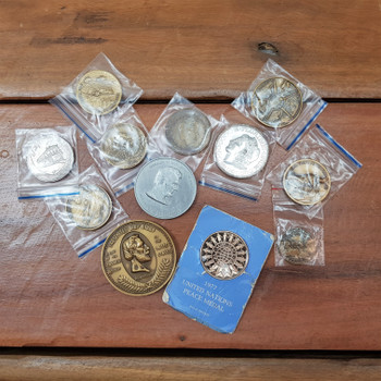 11x Vintage American USA Medals Disney Lady Liberty Mt Rushmore & More #45099