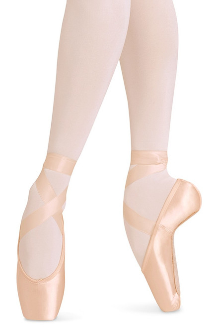 "Bloch's ""Balance European"" pointe shoe naturally contours the foot significantly improving injury prevention. The heel seam cushion reduces material creasing and maintains the perfect line of the foot when en pointe. The wide toe box provides a strong balancing platform. Other features include a low profile for the perfect continuation of the leg line and elastic binding for improved fit."