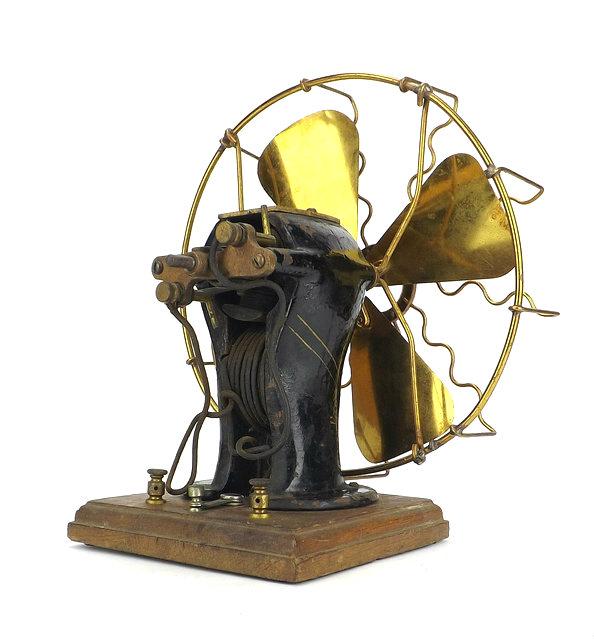 c. 1900 Manhattan #3 Battery Operated Desk Fan