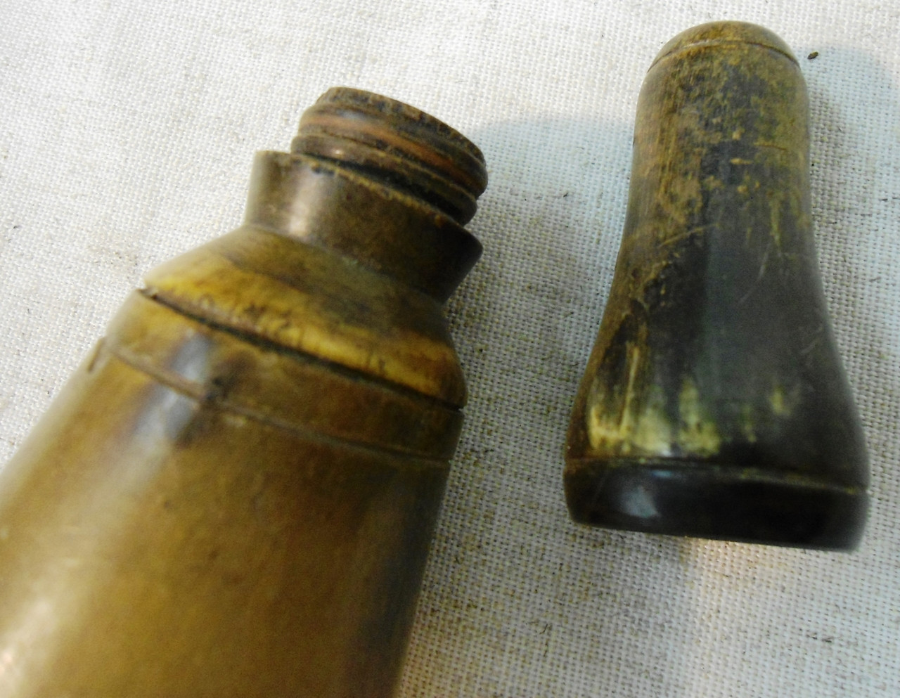 "Screw Top Flat Base 7-1/4"" Horn Flask"