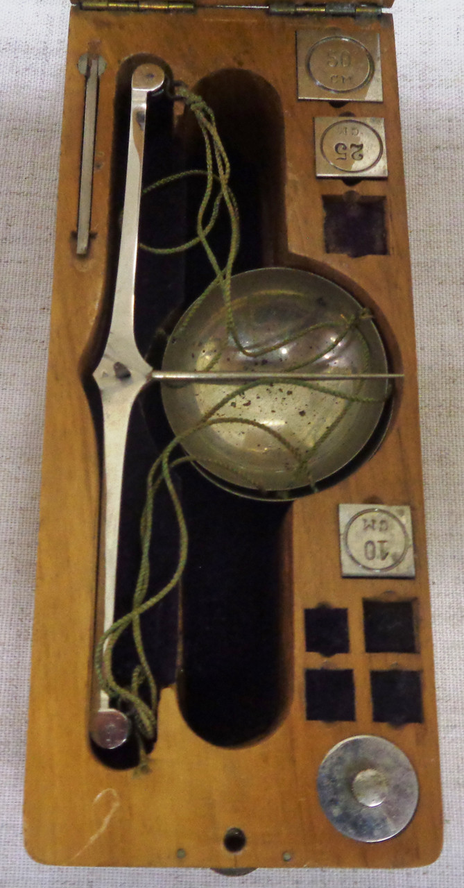 Small Weighing Scale in Portable Wood Box