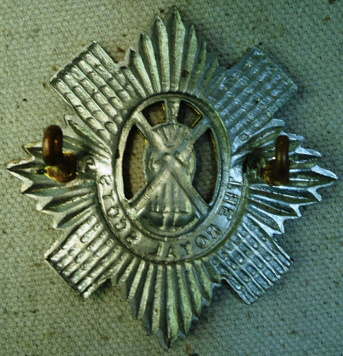 British Royal Scots Bonnetor Glengarry Badge
