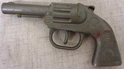 Pyro Sheriff Plastic Toy Clicker Gun circa 1950's
