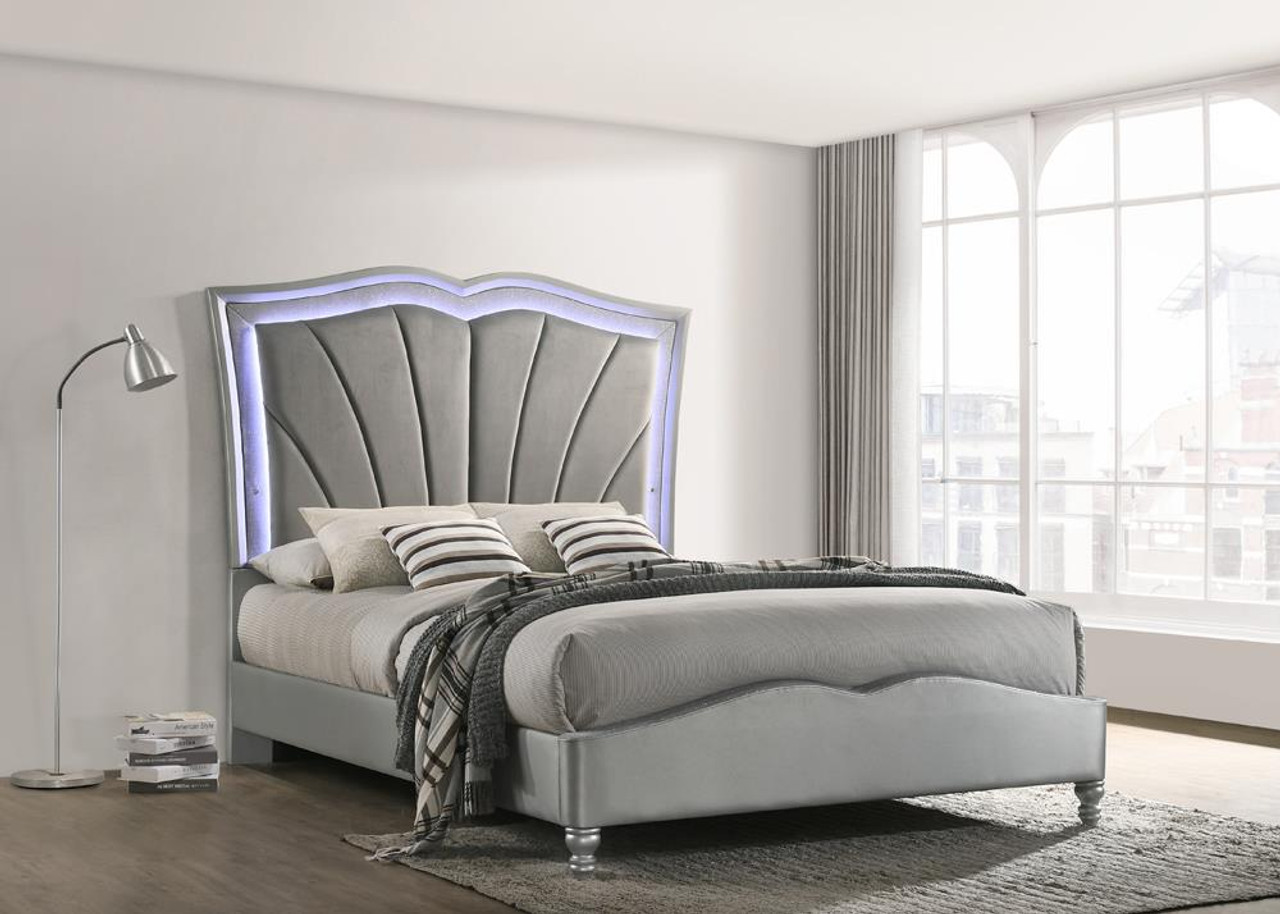 The Light Grey Queen Bed 310048q Available At Gibson Mcdonald Serving Waycross Ga And Surrounding Areas